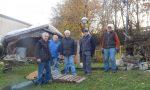 Comitato folcloristico via Zara al lavoro per il presepe
