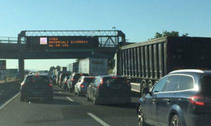 Traffico in tilt in A4, diversi svincoli chiusi e code