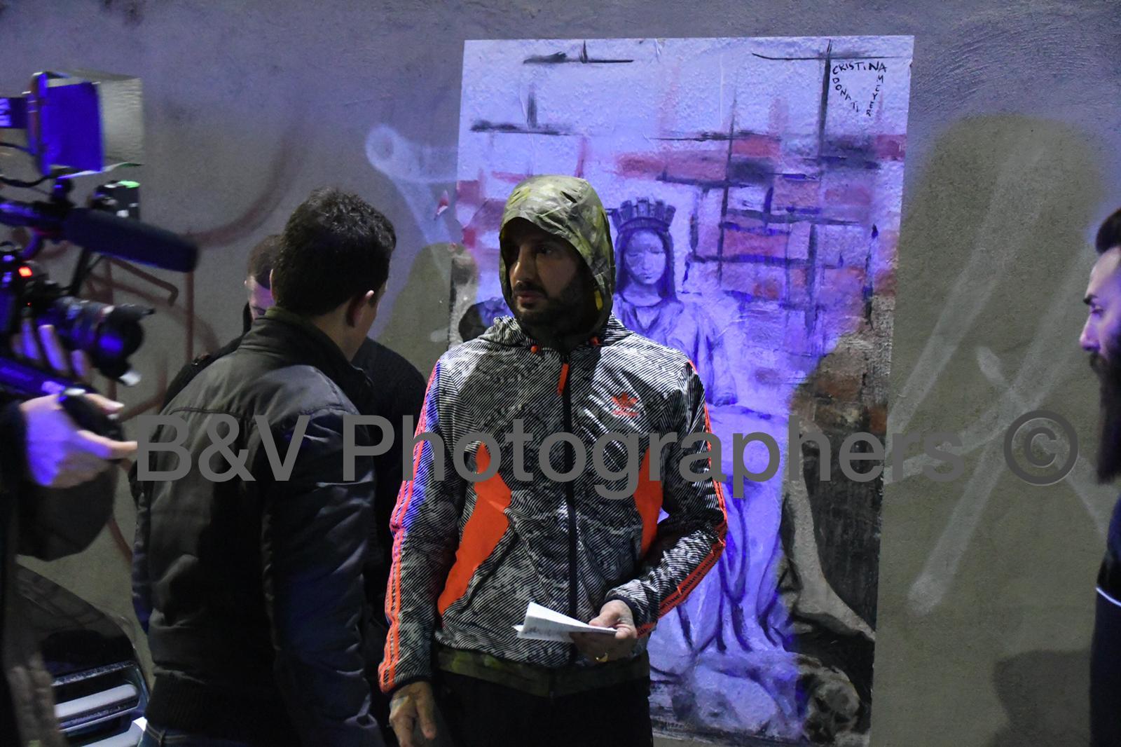 Fabrizio Corona con telecamere nascoste nel bosco della droga AGGREDITO