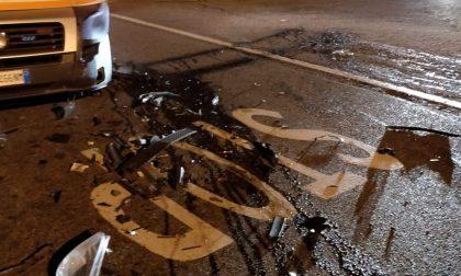 Ubriaco entra in contromano in Valassina e centra un mezzo di soccorso FOTO