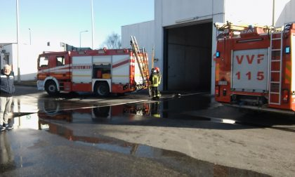 Pompieri all'inceneritore di Trezzo a fuoco una pila di rifiuti