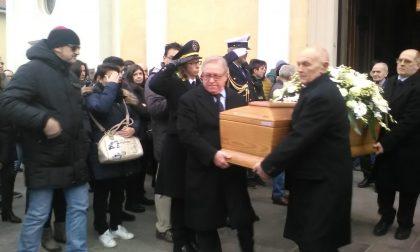 Albiate, in tanti ai  funerali del tassista investito sulla Superstrada Milano-Meda