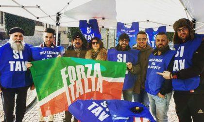 Giussano, gilet azzurri in piazza Roma