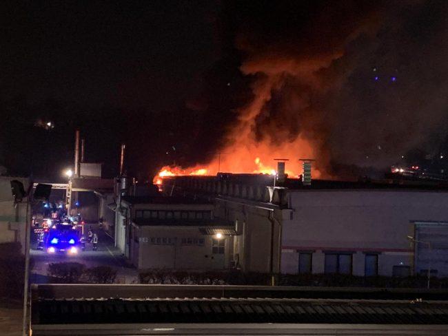 Incendio Legnoquattro a Novedrate le rassicurazioni del sindaco FOTO
