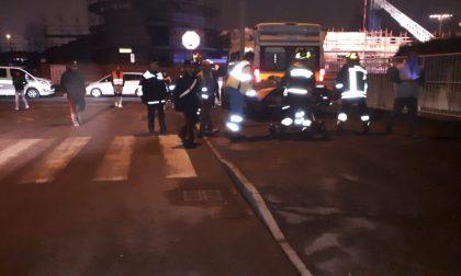 Protesta in cantiere a Bovisio gli operai sono scesi dalla gru
