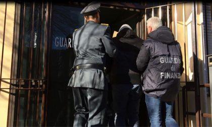 Falsi permessi di soggiorno e corruzione, 7 arresti