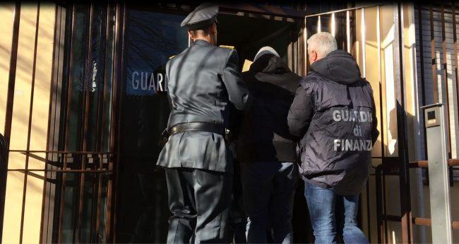 Condannato a 5 anni per il business dei permessi di ...
