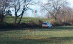 Uomo trovato morto in un campo a Lentate