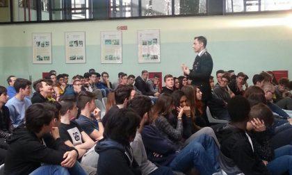 Carabinieri a scuola, lezione al Nizzola di Trezzo