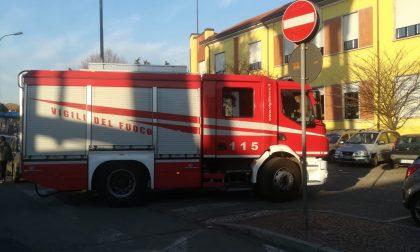 Forte odore di gas davanti a scuola arrivano i vigili del fuoco