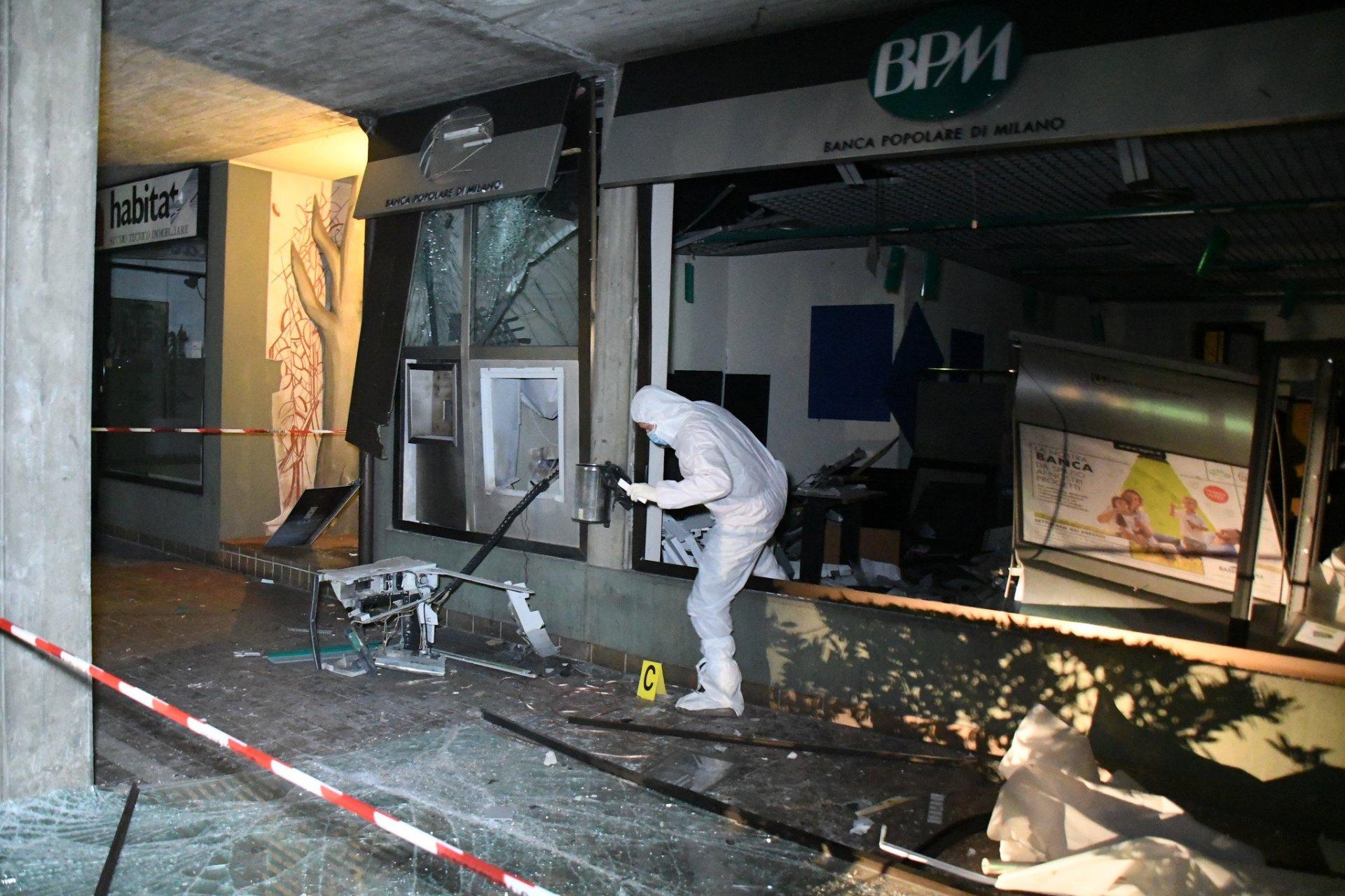 Biassono Assalto Esplosivo Al Bancomat Della Bpm Video Giornale