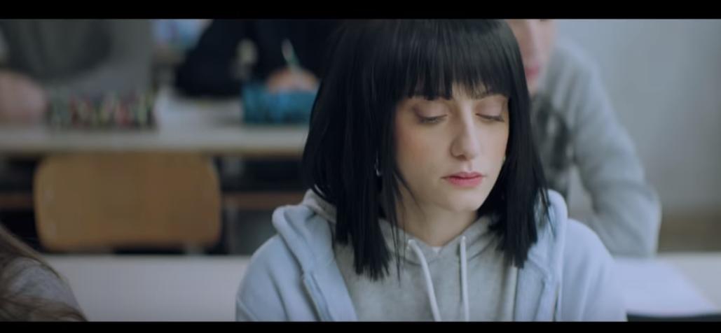 Irama a sanremo tra i favoriti e intanto svela il video de for Irama la ragazza con il cuore di latta