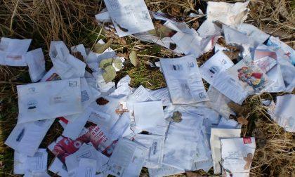Desio, a San Giorgio pacchi di posta gettati in un campo