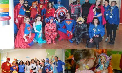 """La carica dei """"Super Eroi in corsia"""" all'ospedale San Gerardo"""