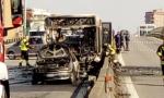 Bus sequestrato, il VIDEO dell'autista mentre riempie le taniche di benzina