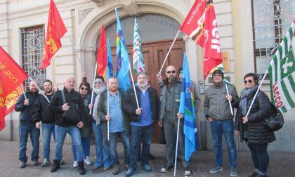 #bastamortisullavoro il presidio dei lavoratori davanti alla Prefettura