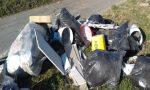 Abbandona rifiuti lungo via Castello, individuato e multato dalla Polizia Locale