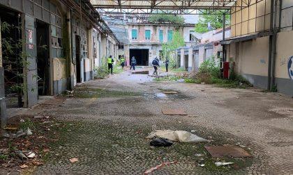 """Sopralluogo nel rifugio dei disperati alla ex """"Carburatori Dell'Orto"""" FOTO"""