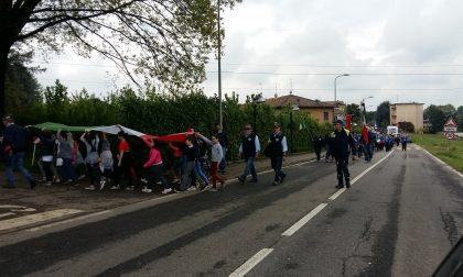 Studenti portano il Tricolore