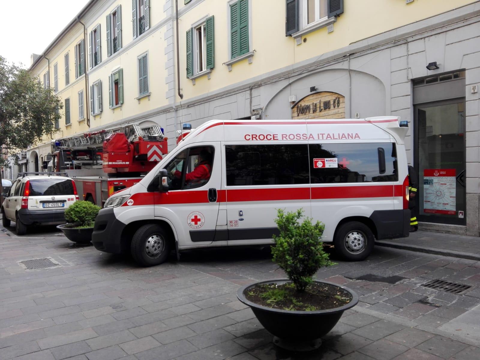 Paura in via Bergamo, anziana sola cade in casa ma la porta è chiusa a chiave