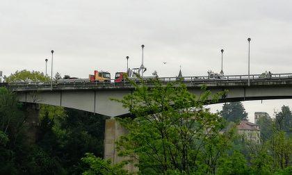 La pioggia blocca i lavori, riaperto il ponte di Trezzo sull'Adda. Ecco quando chiuderà FOTO