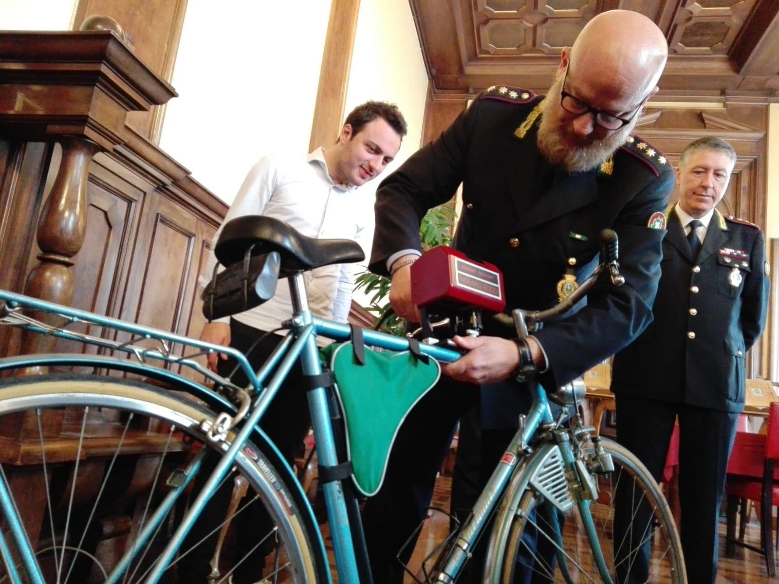 Biciclette e oggetti ritrovati   Tutte le foto sulla pagina Facebook