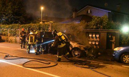 Auto prende fuoco a Giussano FOTO