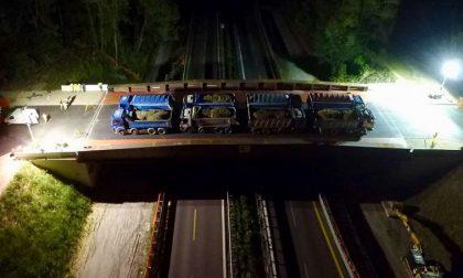 8 maxi camion da 45 tonnellate: ecco le prove di carico sul ponte di Annone FOTO