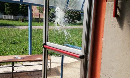 Raid vandalico alla scuola media di Arcore FOTO
