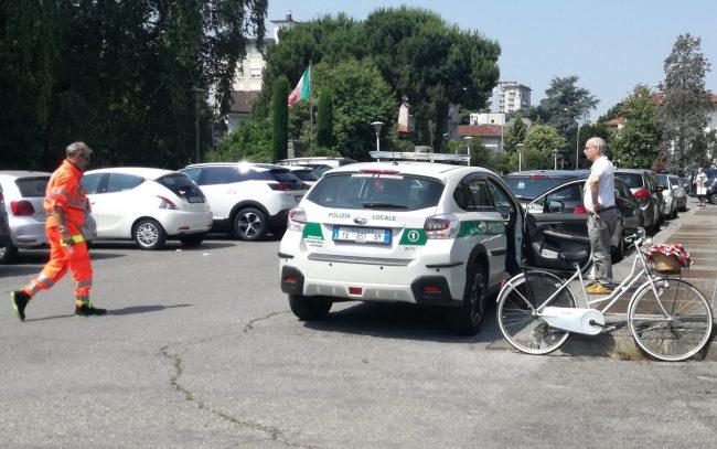 Ciclista investita da un'auto FOTO