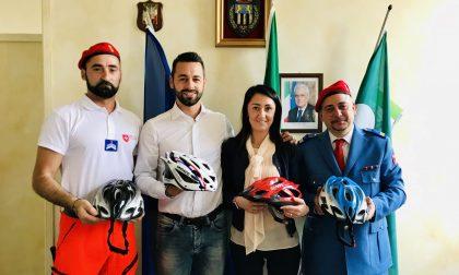 Il Corpo Italiano di Soccorso dell'ordine di Malta Mb dona 40 caschetti bici