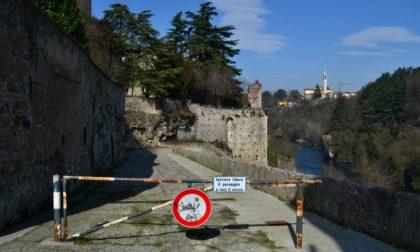 C'è una crepa nelle mura del Castello di Trezzo, per metterla in sicurezza deviata la ciclabile lungo l'Adda