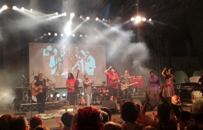 I monzesi La Malaleche hanno aperto il concerto della Bandabardò a Bergamo