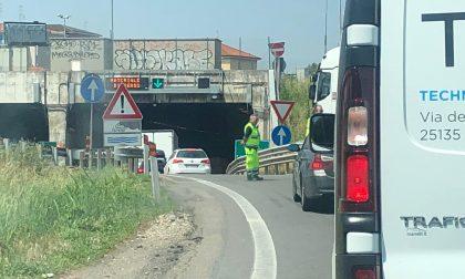 Camion perde il carico: traffico in tilt su viale delle Industrie e Tangenziale Nord