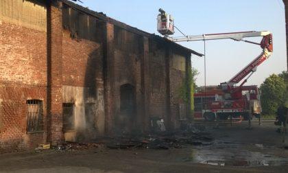 Risveglio con le fiamme per i residenti della Cascina ai Prati