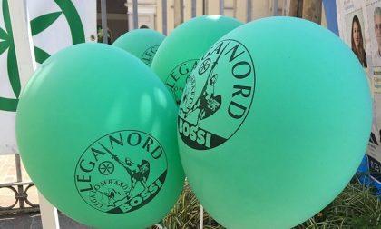 Nel gazebo della Lega di Concorezzo spuntano palloncini per... Bossi