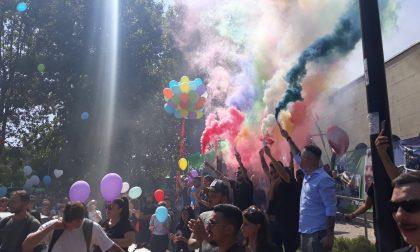 Per salutare Michele striscioni, palloncini e il rombo dei motori
