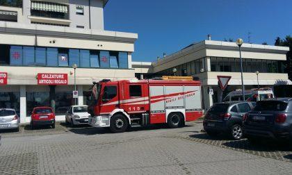 Principio di incendio, evacuate tre attività