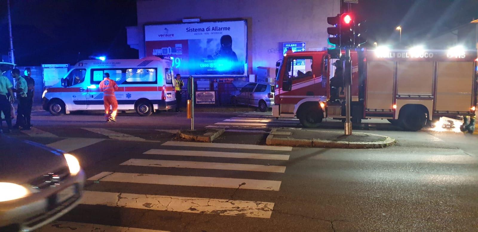 Lo scontro è avvenuto poco dopo la mezzanotte all'incrocio con via Borgazzi a Monza.
