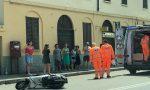 Perde il controllo dello scooter e si schianta in via Borgazzi