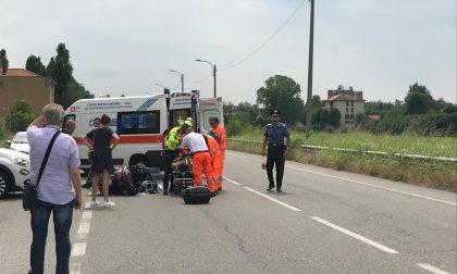 Incidente auto e scooter, atterra l'elisoccorso