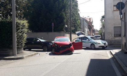 Grave incidente tra auto a Lissone FOTO