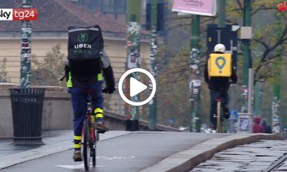 Pure i rider abusivi: caporalato e sfruttamento anche di irregolari, indagine a Milano