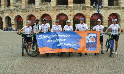 In bici per sostenere Cancro Primo Aiuto