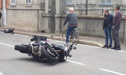 Scontro tra auto e moto, grave centauro FOTO