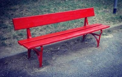 Una panchina rossa anche a Meda, protocollata la richiesta