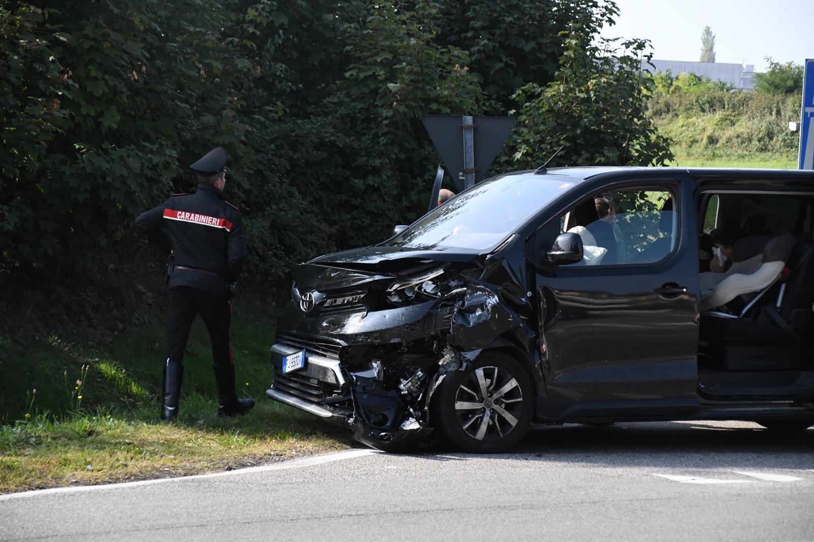 Violento scontro tra due auto a Verano FOTO e VIDEO