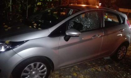 Ruba il cruscotto di una macchina: nei guai un 42enne FOTO