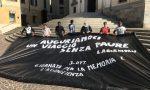 Carate, flash mob in piazza per l'accoglienza. VIDEO