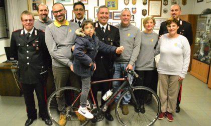 La bici sequestrata a un pregiudicato donata agli angeli degli Amici di Lollo